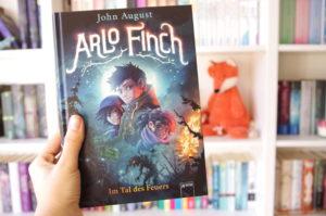 [Rezension] Arlo Finch – Im Tal des Feuers – John August